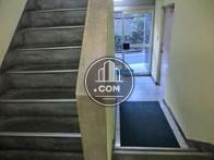 玄関から折り返すように階段が造られております