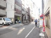 小伝馬町駅方向へ向かう通りです