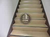 二階へ向かう階段です