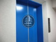 6人乗りエレベーターが一基あります