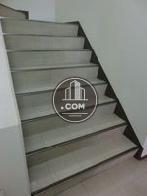 滑り止めの付いた階段空間