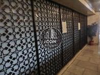 エレベーター前の壁面です