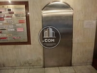 エレベーター隣に外階段へのドアがあります