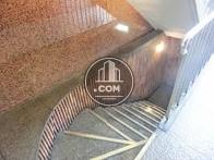 地階への階段