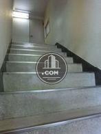 2階への階段です。この上にエレベーターがあります
