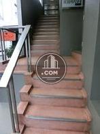 正面玄関階段になります