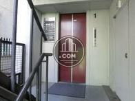 赤い扉のエレベーターです