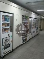 建物に自動販売機があり便利です。