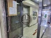 エレベーターと管理人室が見えます