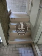 エレベーターの向かいが階段になります