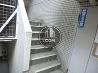 裏口の非常階段です