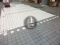 敷地内に3台ほどの駐車スペースがあります