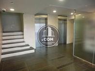 エレベーターは2基設置されています