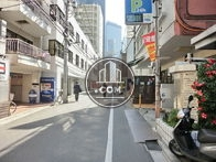 西新宿駅側の前面道路