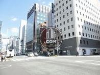 京橋駅に連絡する公道沿いです