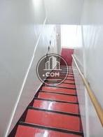 清潔感の感じられる階段空間内