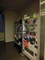 エントランス脇には自動販売機があります