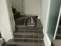 入口前の外階段です