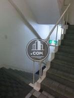 エレベーターホール奥の階段