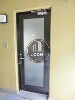 シンプルな一枚開きドアです