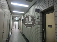 1階には店舗の入居している為、ホールにお手洗いがございます