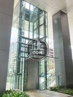 正面側の外エレベーター