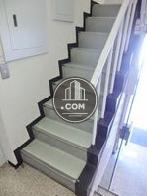 手摺の設置された階段空間