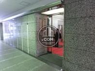 入口の横には機械警備の操作盤とネームプレート
