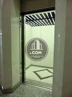 エレベーターの内装