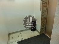 エレベーターホールには灰皿も設置されています
