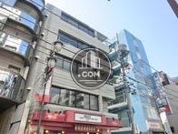 東通り商店街沿い、周辺には店舗が多いです