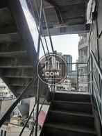 ビルの屋外階段です