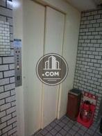 白いエレベーター扉