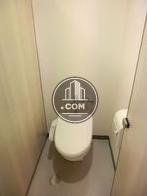 女子トイレ個室内