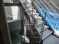 エレベーター脇に外階段があります