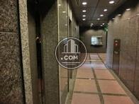 エレベーター前のホールです