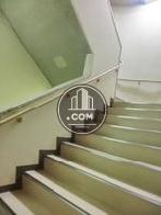 非常用階段は建物内です