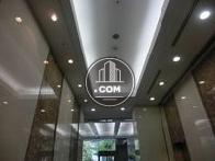 エレベーターホールの天井照明です