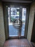 入口の扉です