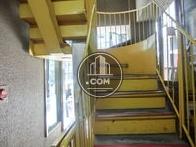 階段は一面イエローです