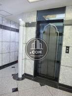 9人乗りエレベーターが1基あります