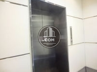 9人乗りエレベーターが一基です