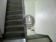 エレベーター前から見た階段空間
