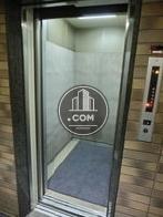 9人乗りエレベーターです