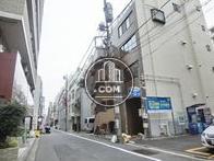 小伝馬町駅へ向かう公道です